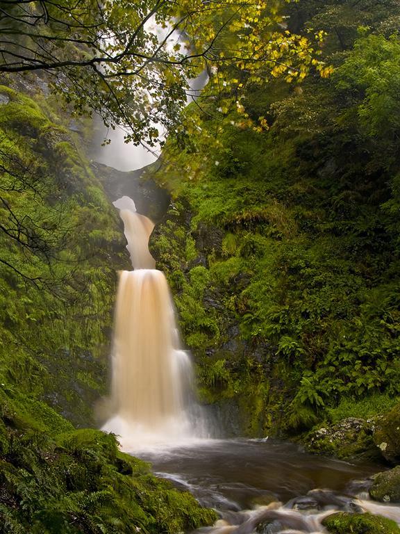 Pistyll Rhaeadr Waterfall Farmhouse In Wales